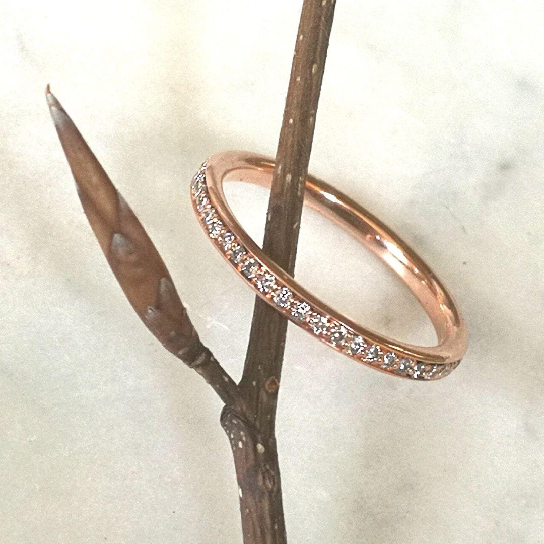zarter Rosegoldring mit Diamanten