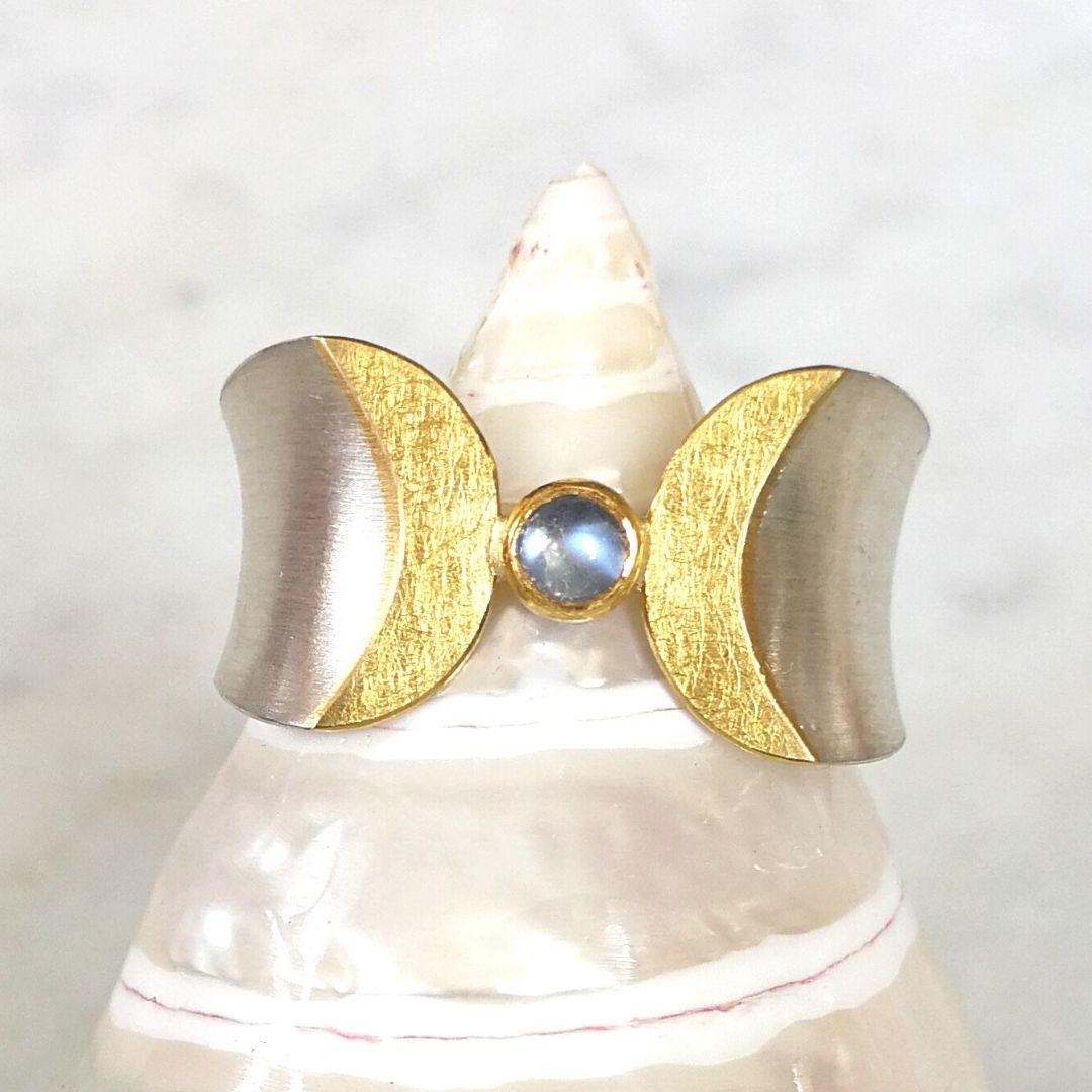Doppelmond Ring mit Mondstein