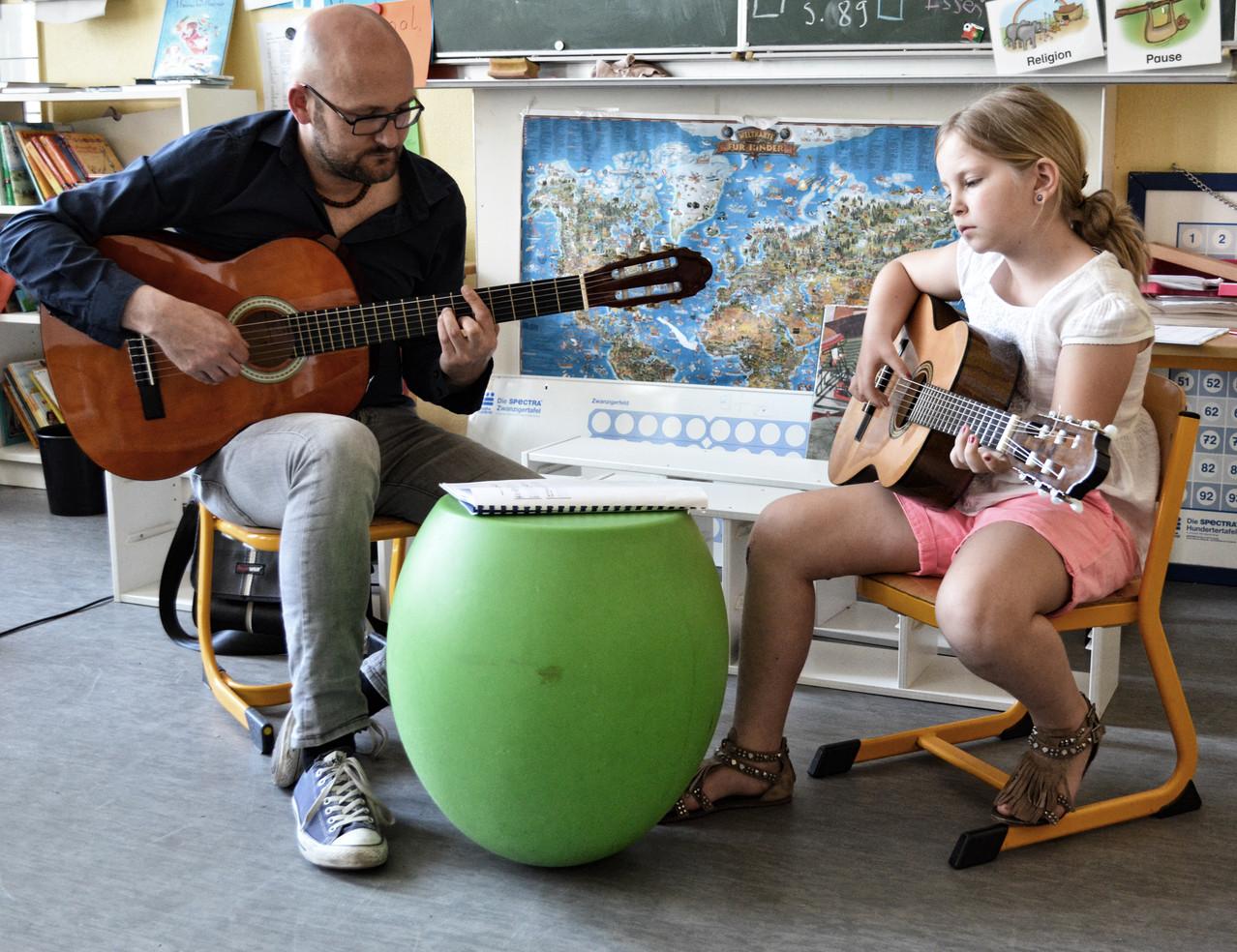 gitarre f r kinder fortbildungen f r kita schule. Black Bedroom Furniture Sets. Home Design Ideas