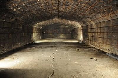 地下式火薬庫の内部。