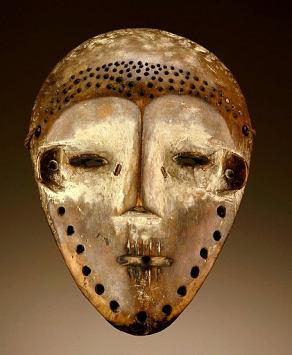 "Maschera ""Idumu"" dell'etnia Lega. Smithsonian Museum of African Art, Washington, USA"