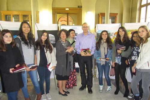 Remise des prix, en présence de Mme Lussiana (Proviseure), Mme Hubert (Professeur d'arts plastiques), M. Trinssoutrop (Président de l'AALVP).