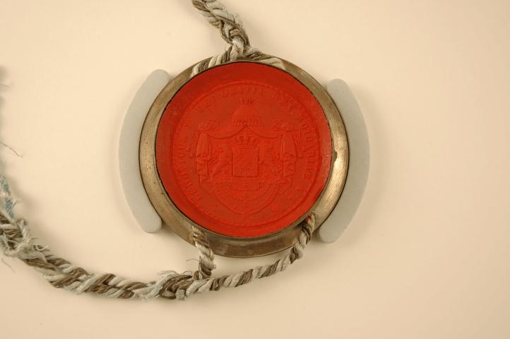Sicherung des Siegels der Pergamenturkunde
