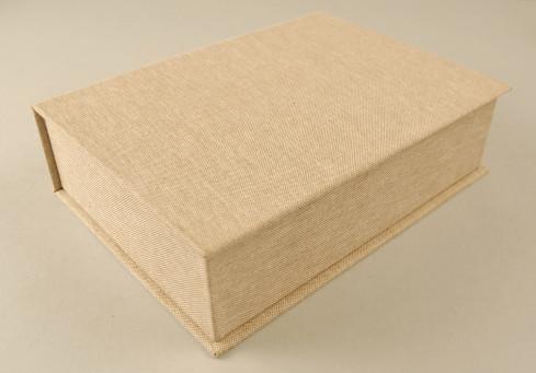 Konservatorische Schlagkassette: säurefreie Pappen und Klebstoffe