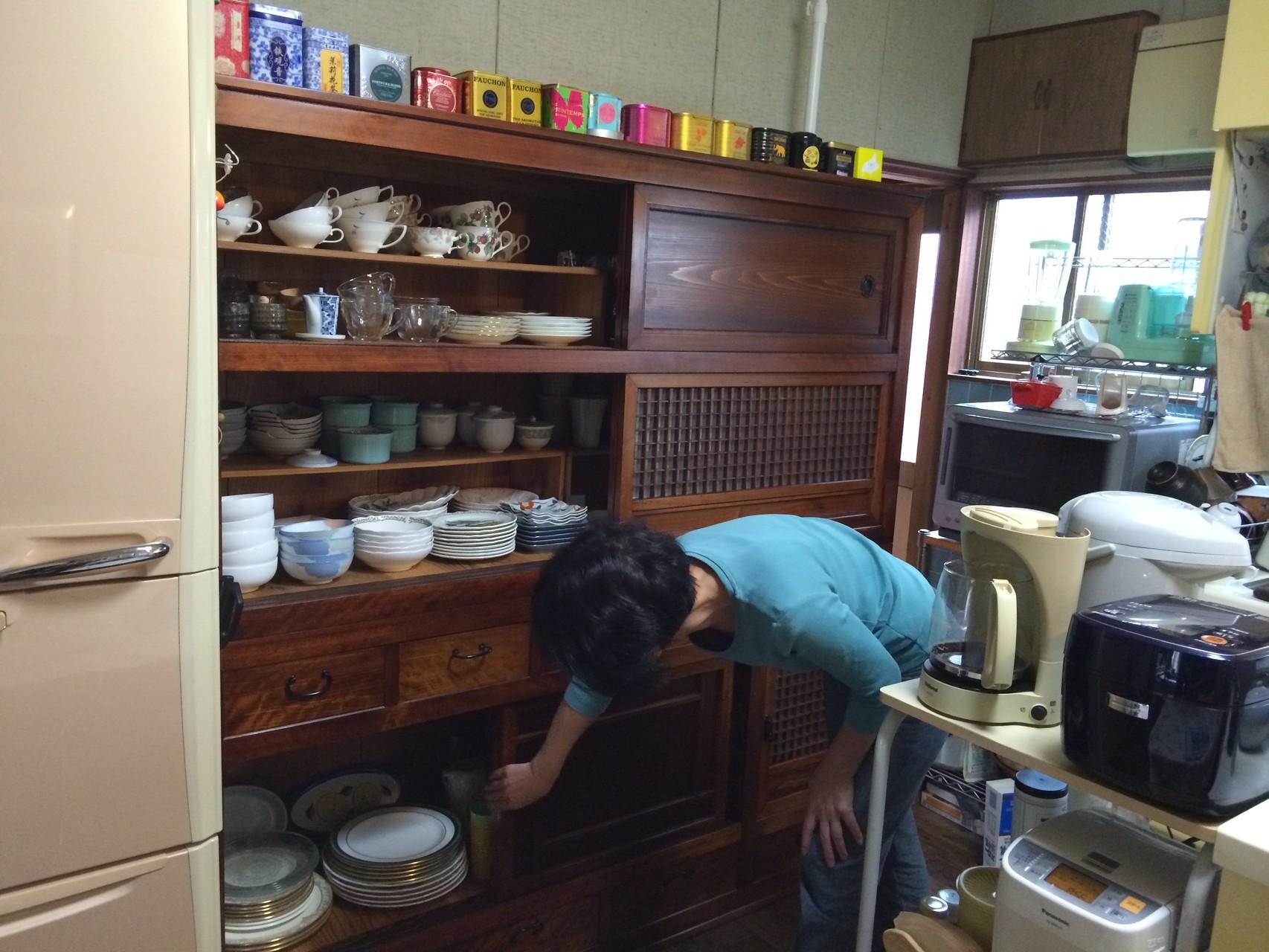 納品し使用されている水屋戸棚です。