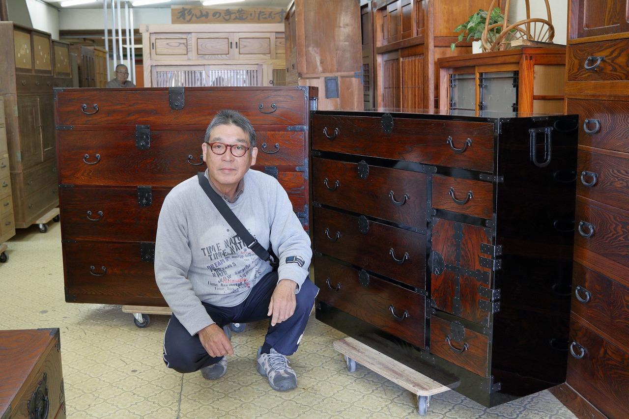 兵庫県加東市より修理依頼の時代箪笥を受取訪問してくださいました。