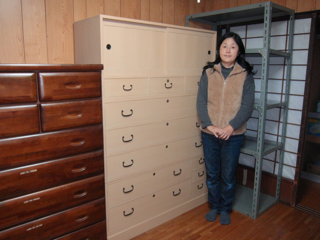 大垣市より修理依頼の桐たんすを納品してきました。