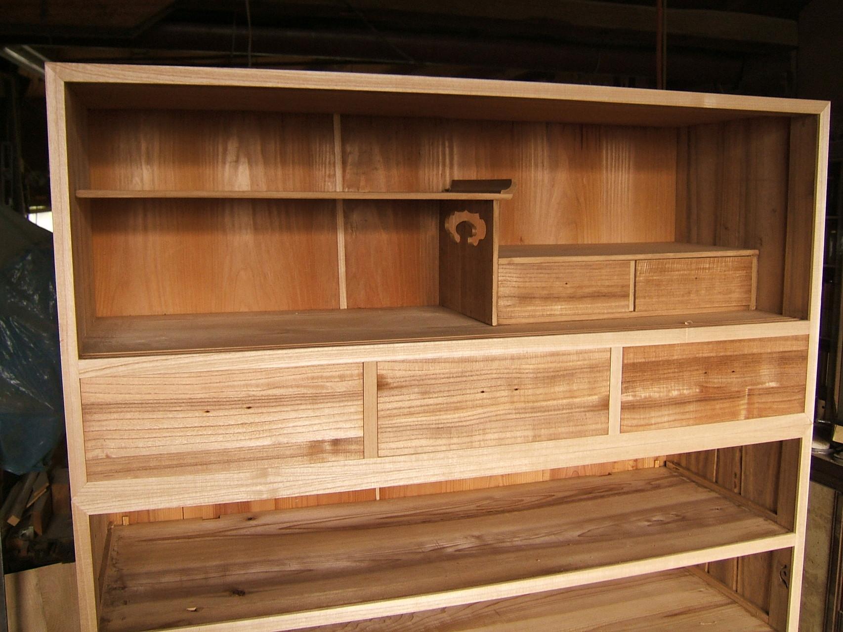 桐たんす裏板の割れ埋め木修理
