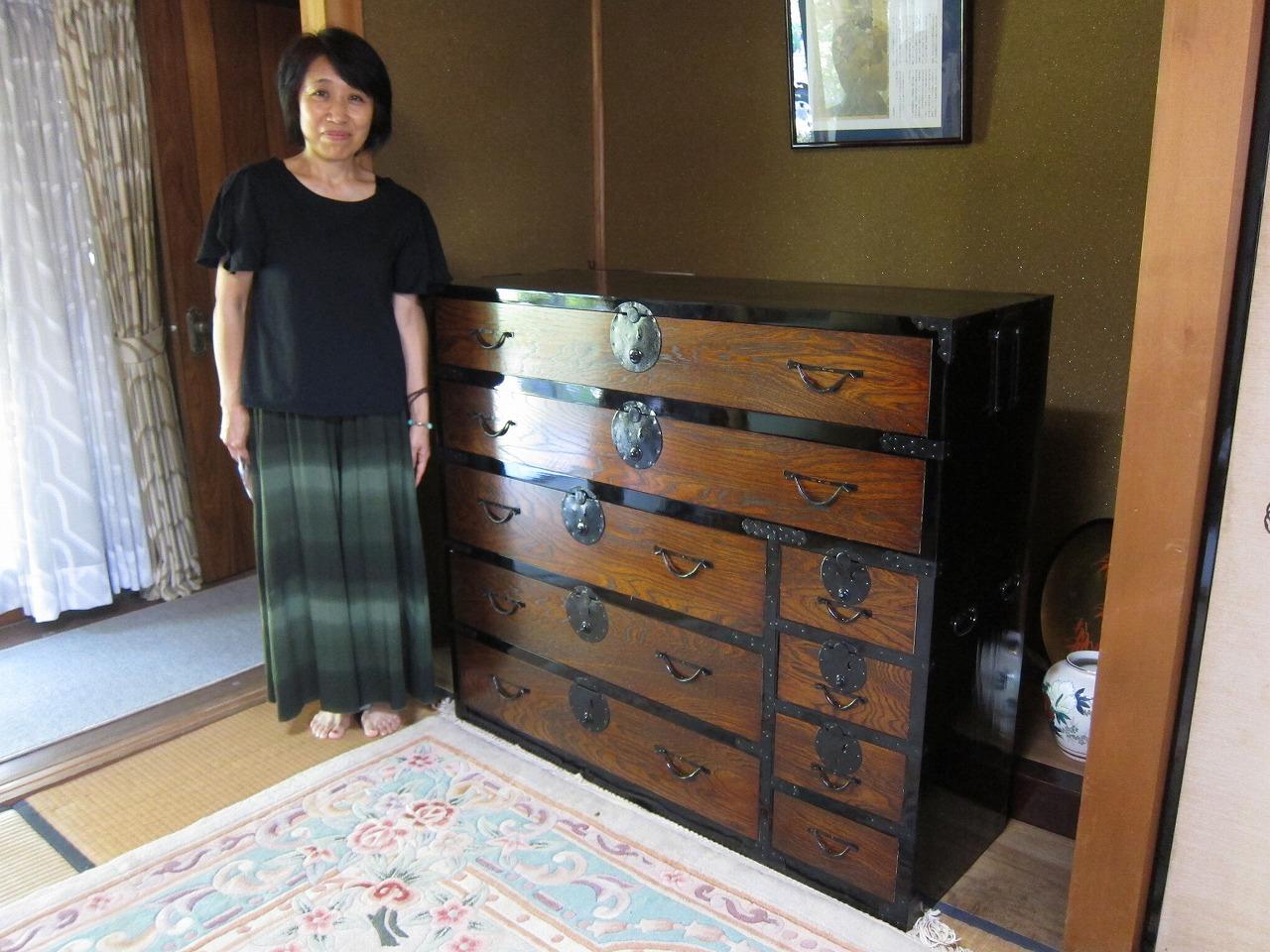 一宮市より修理依頼の時代箪笥を納品してきました。