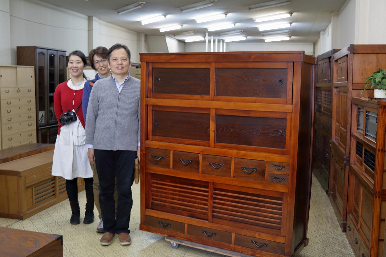 名古屋市より持込頂き、引取もして頂いた水屋戸棚です。