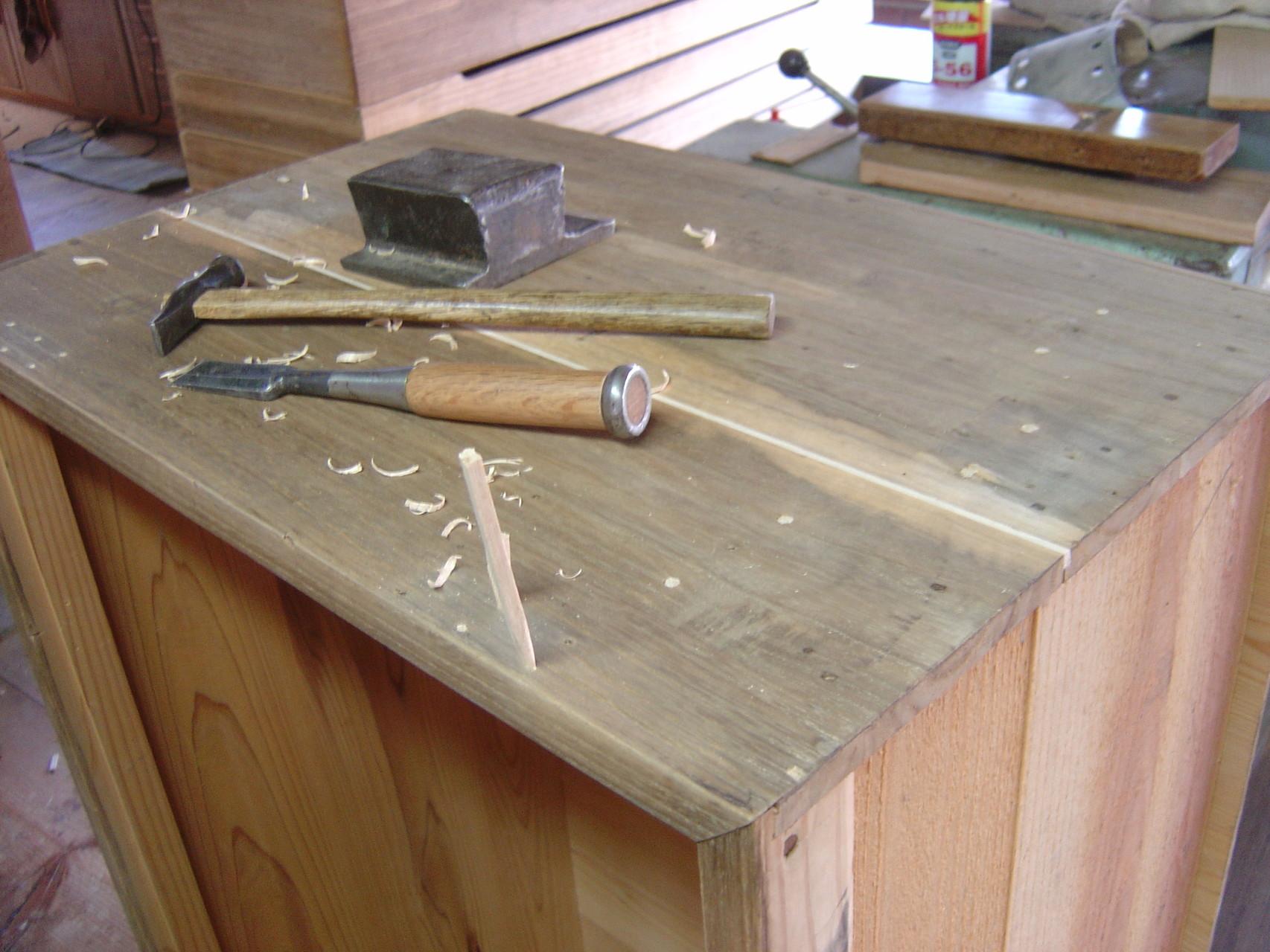 桐たんす本体割れ埋め木修理