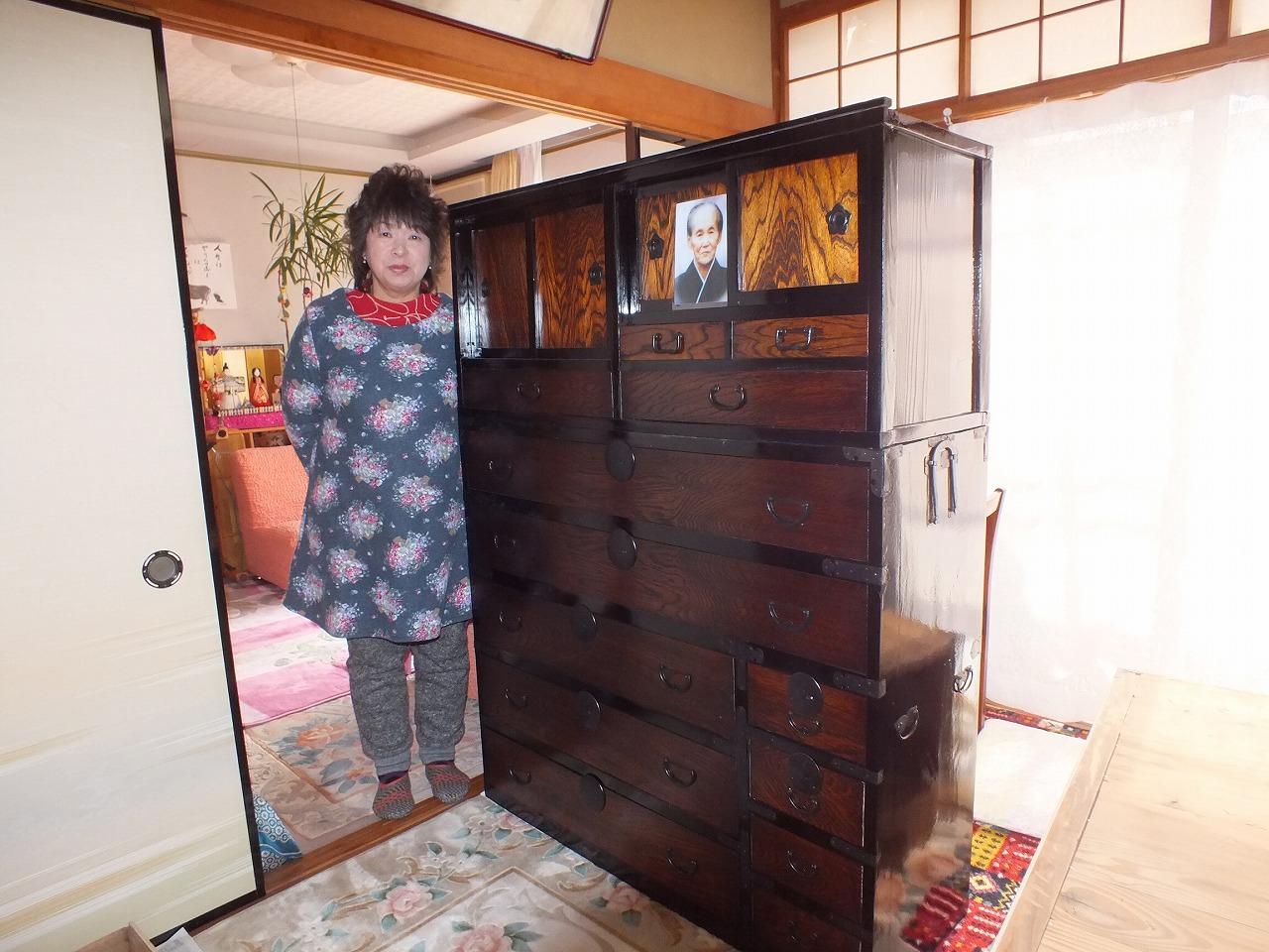 関市より修理依頼の時代箪笥を納品してきました。