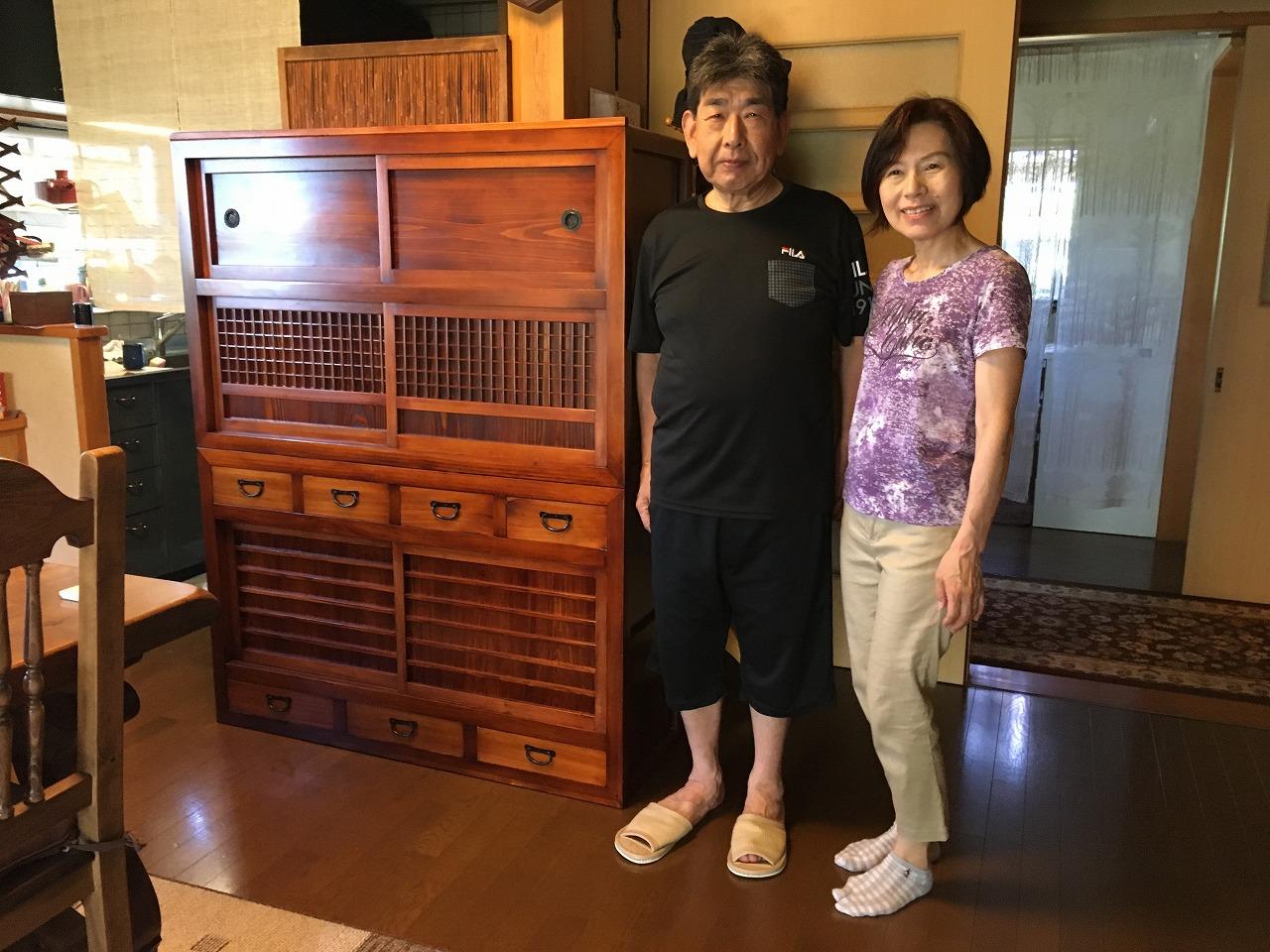 犬山市より修理依頼を頂いた水屋戸棚です。