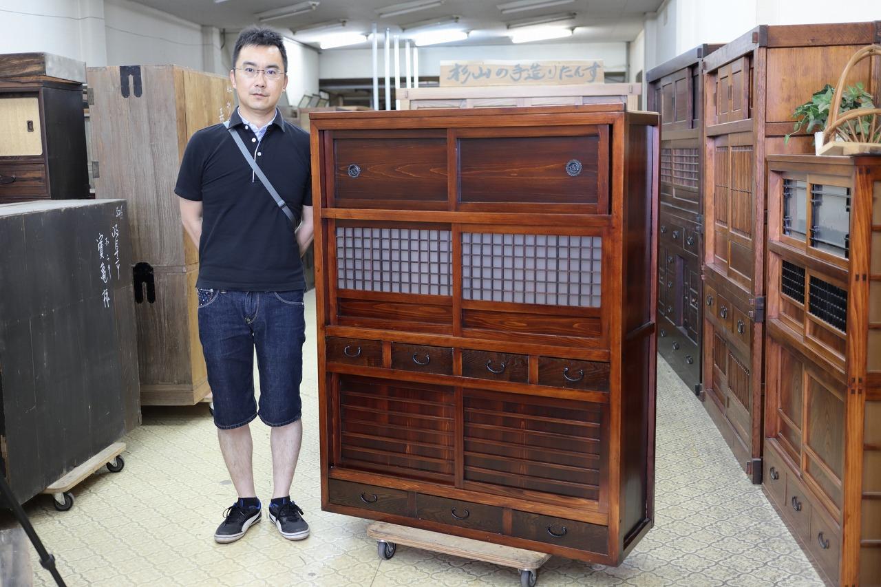笠松町より修理依頼の水屋戸棚を引き取りに来てもらいました。
