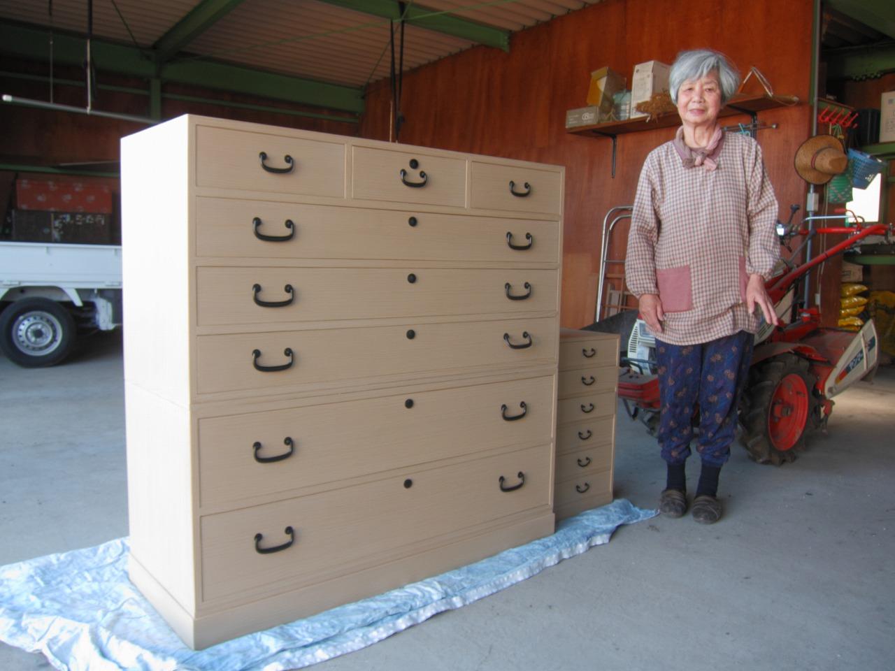 富加町へ長持の桐材を使い総桐箪笥を作り納品してきました。