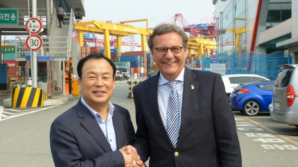 mit Hwang Seong-Ko, Vice-President der Busan Port Authority