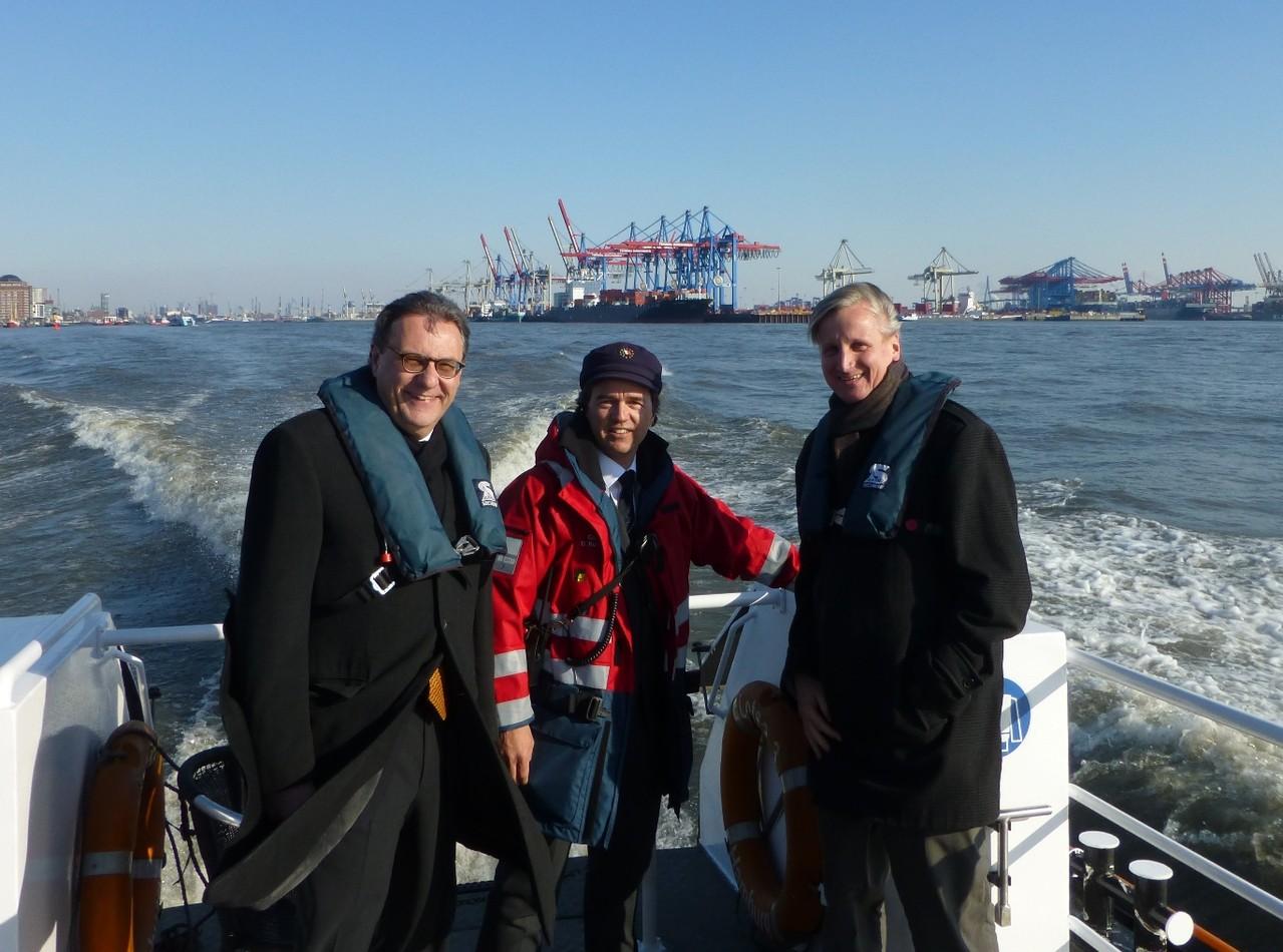 Hamburger Hafen: auf dem Lotsenversetzboot mit Kapitän Donatus Kulisch und Ulf Zumkley (BMWi)