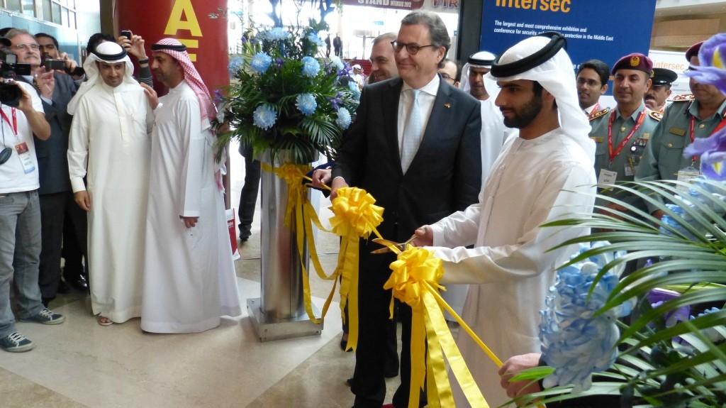 Hans-Joachim Otto und Scheich Mansoor bin Mohammed bin Rashid Al Matoum (Sohn des Emirs von Dubai) eröffnen die Messe