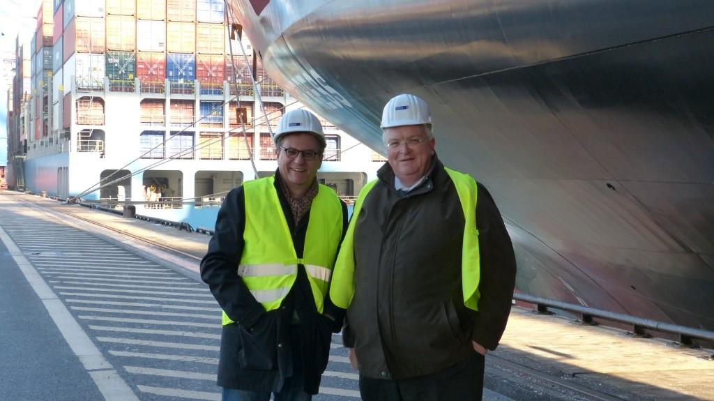 Hans-Joachim Otto und Dr. Stefan Behn, Mitglied des Vorstands des Hamburger Hafen und Logistik AG, dem Eigentümer des CTA