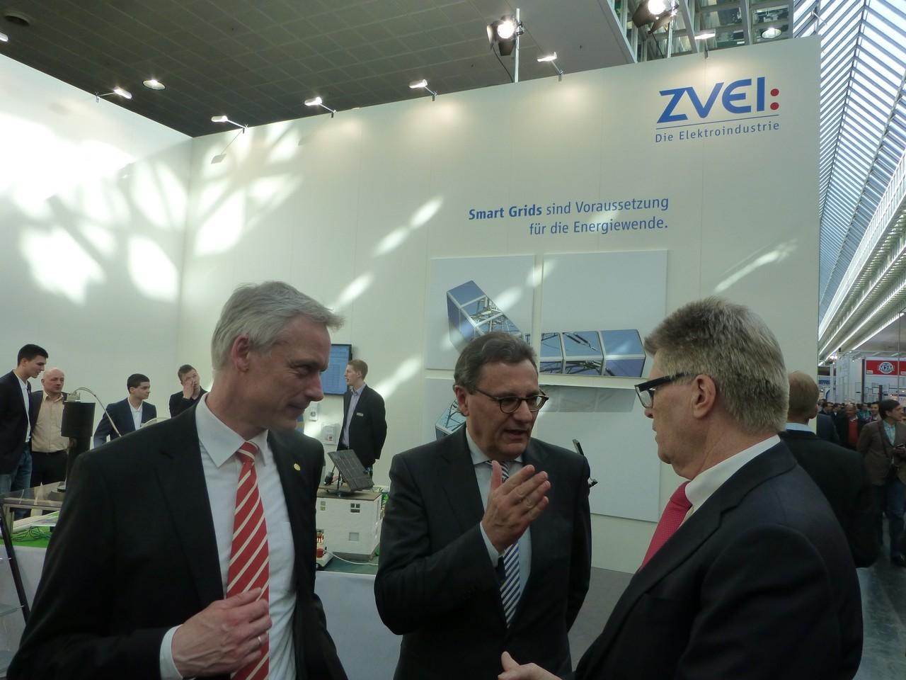 CeBIT 2013: Im Gespräch mit Dr. Andreas Gruchow, Vorstandsmitglied Deutsche Messe AG, und ZVEI-Präsident Friedhelm Loh (Rittal GmbH)