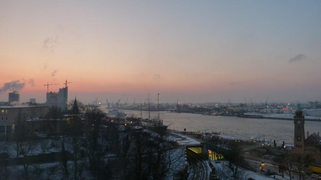 Hamburger Hafen am Morgen: Elbphilharmonie, Landungsbrücken