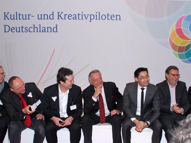 Gemeinsam mit dem Staatsminister für Kultur und Medien, Bernd Neumann (3.v.r.), und dem Bundeswirtschaftsminister, Dr. Philipp Rösler (2.v.r.), bei der Eröffnung der Veranstaltung.