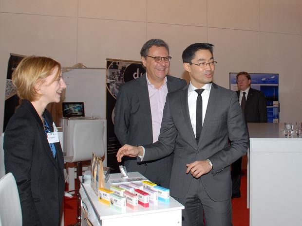 Gemeinsam mit Bundeswirtschaftsminister Dr. Philipp Rösler beim Rundgang zum Auftakt der Jahreskonferenz