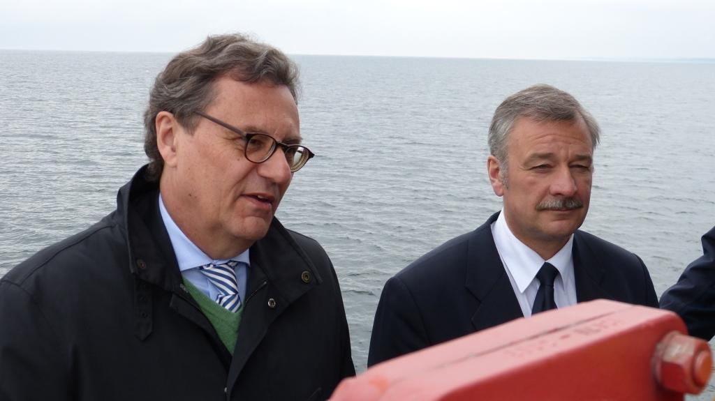 Hans-Joachim Otto, Koordinator der Bundesregierung für die Maritime Wirtschaft, und Torsten Staffeldt, Berichterstatter der FDP-Bundestagfraktion für Schifffahrt und Häfen