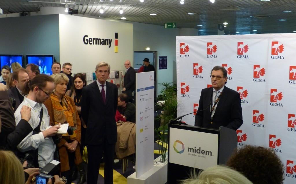 Ansprache beim Empfang auf dem Deutschen Gemeinschaftsstand der MIDEM 2012 in Cannes, der weltgrößten Musikmesse. Mit Dagmar Sikorski, Präsidentin des Deutschen Musikverleger-Verbands, und Dr. Harald Heker, Vorstandsvorsitzender der GEMA.