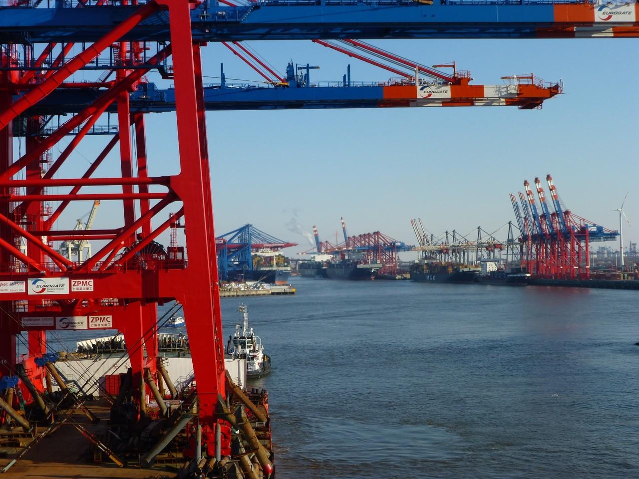 Hochbetrieb im Hamburger Hafen