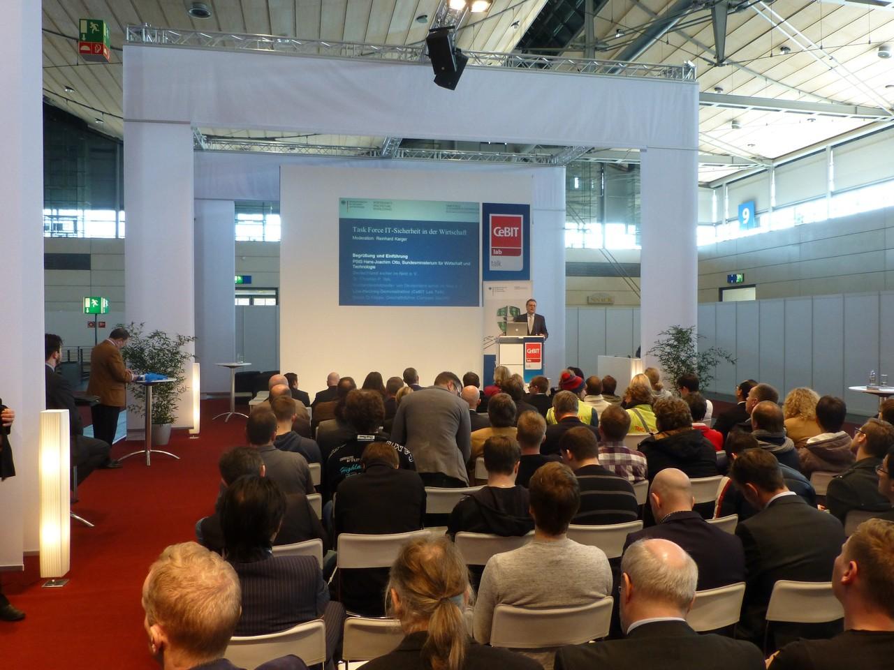 """CeBIT 2013: Großer Andrang beim CeBIT lab talk zum Thema """"IT-Sicherheit in der Wirtschaft"""""""