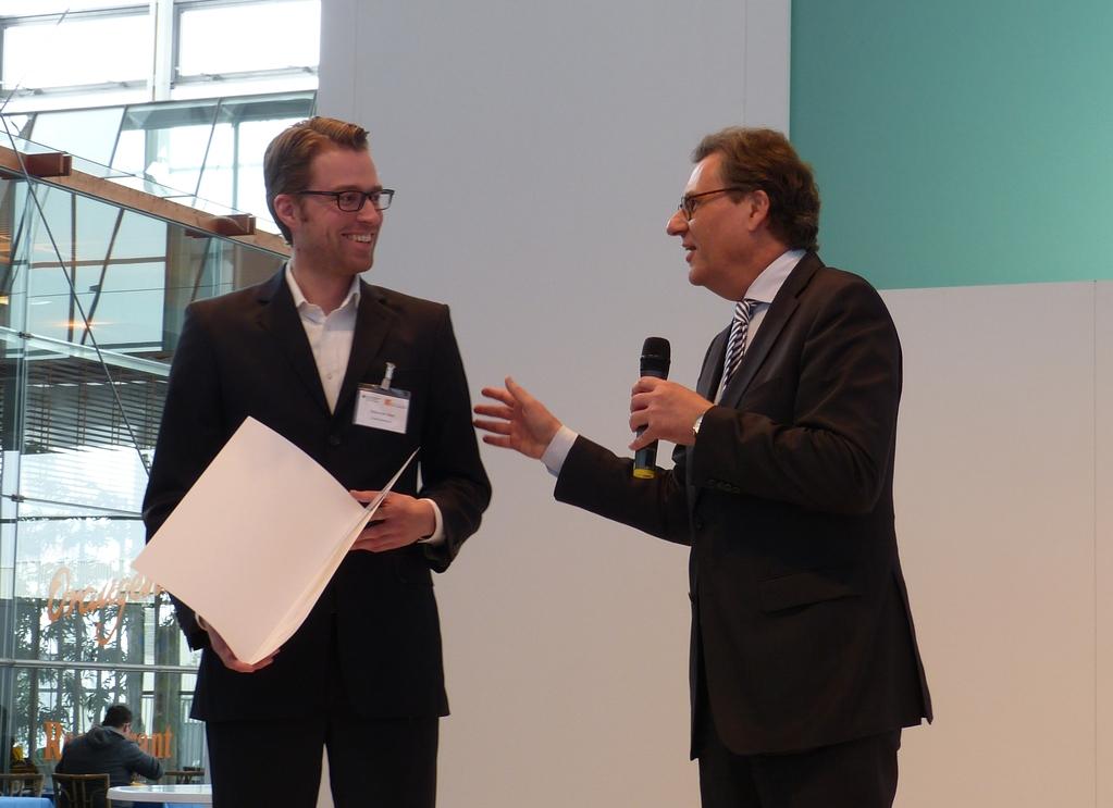 """Preisverleihung im Rahmen des Gründerwettbewerbs """"IKT innovativ"""" des BMWi an Sebastian Stier (CodeSustainable) aus Frankfurt"""