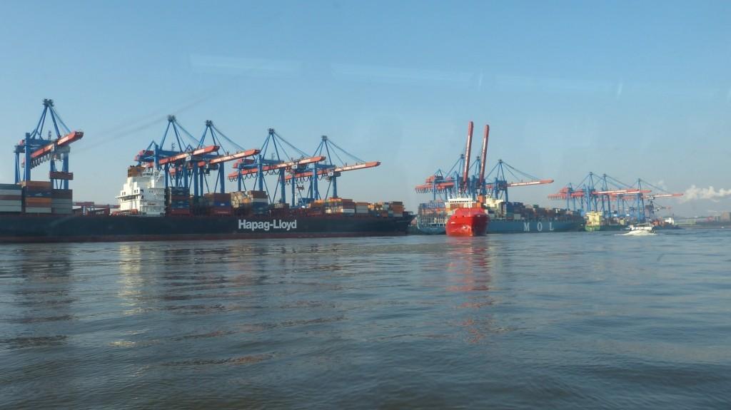 Container Terminal Altenwerder vom Wasser aus gesehen