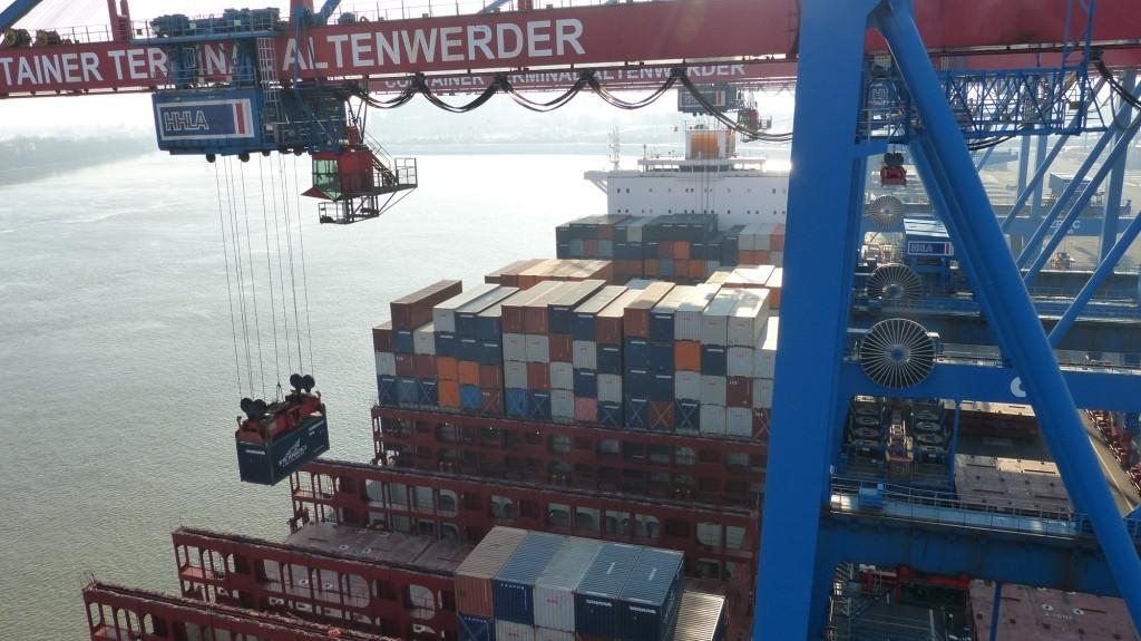 Der HHLA Container Terminal Altenwerder, einer der weltweit modernsten Containerterminals.