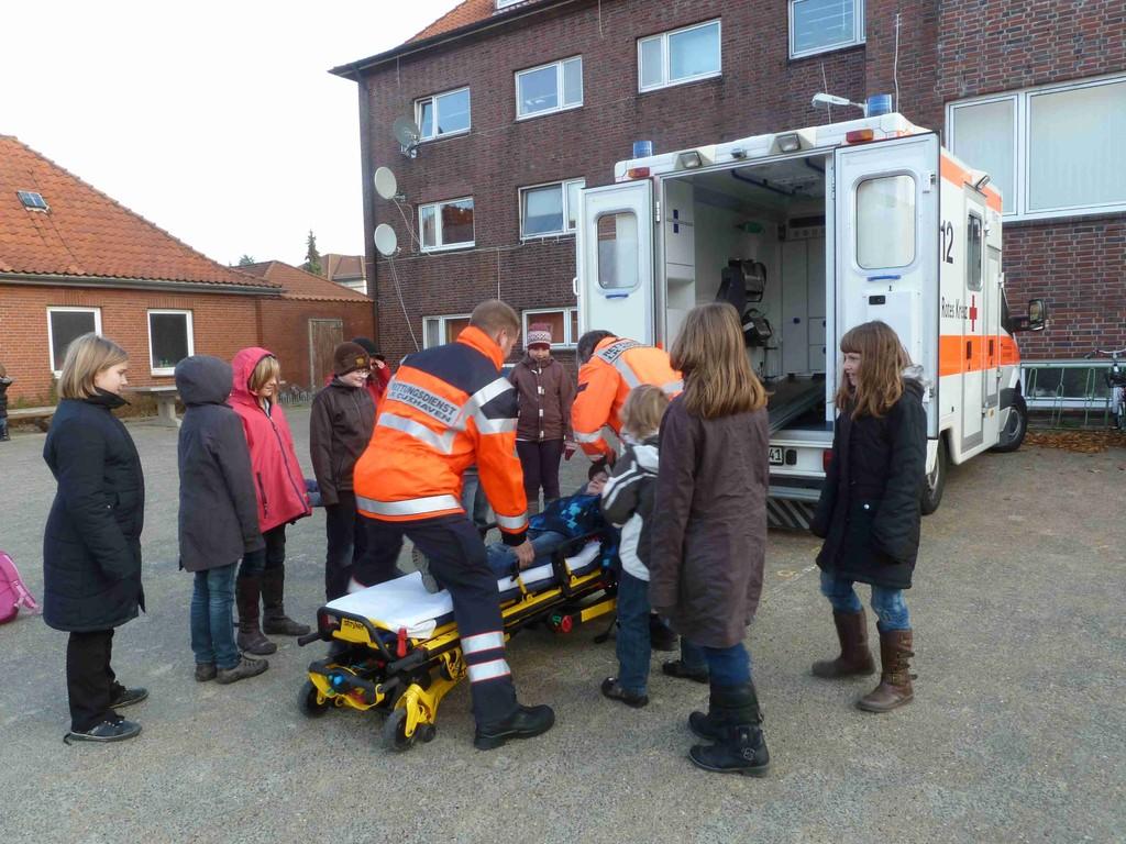 Kennenlernen des DRK Rettungswagens