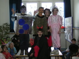 Kostüm-Show der Klasse 3
