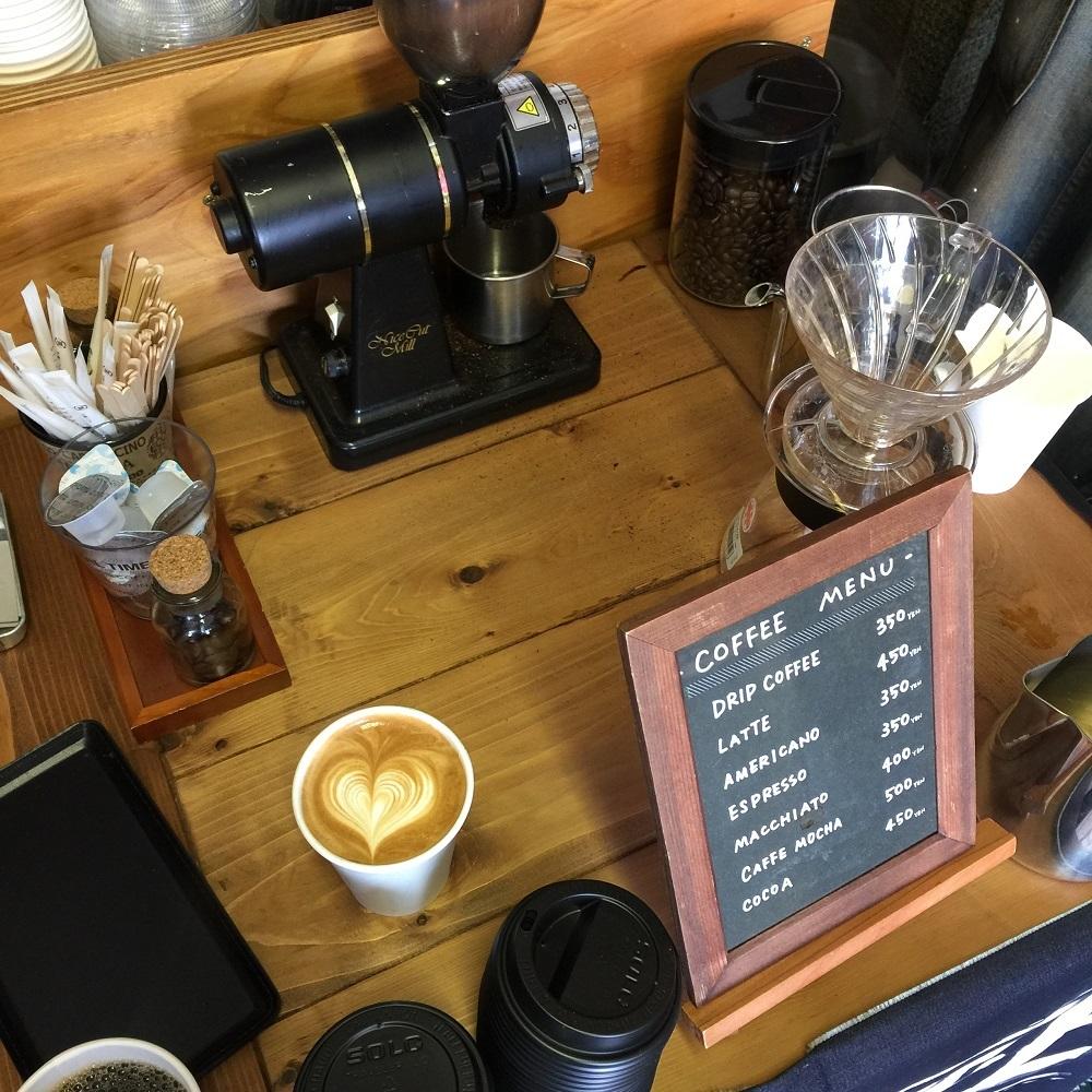 Coffee Stand Frank さんのおいしいかわいいラテ。ドリップも最高なのです