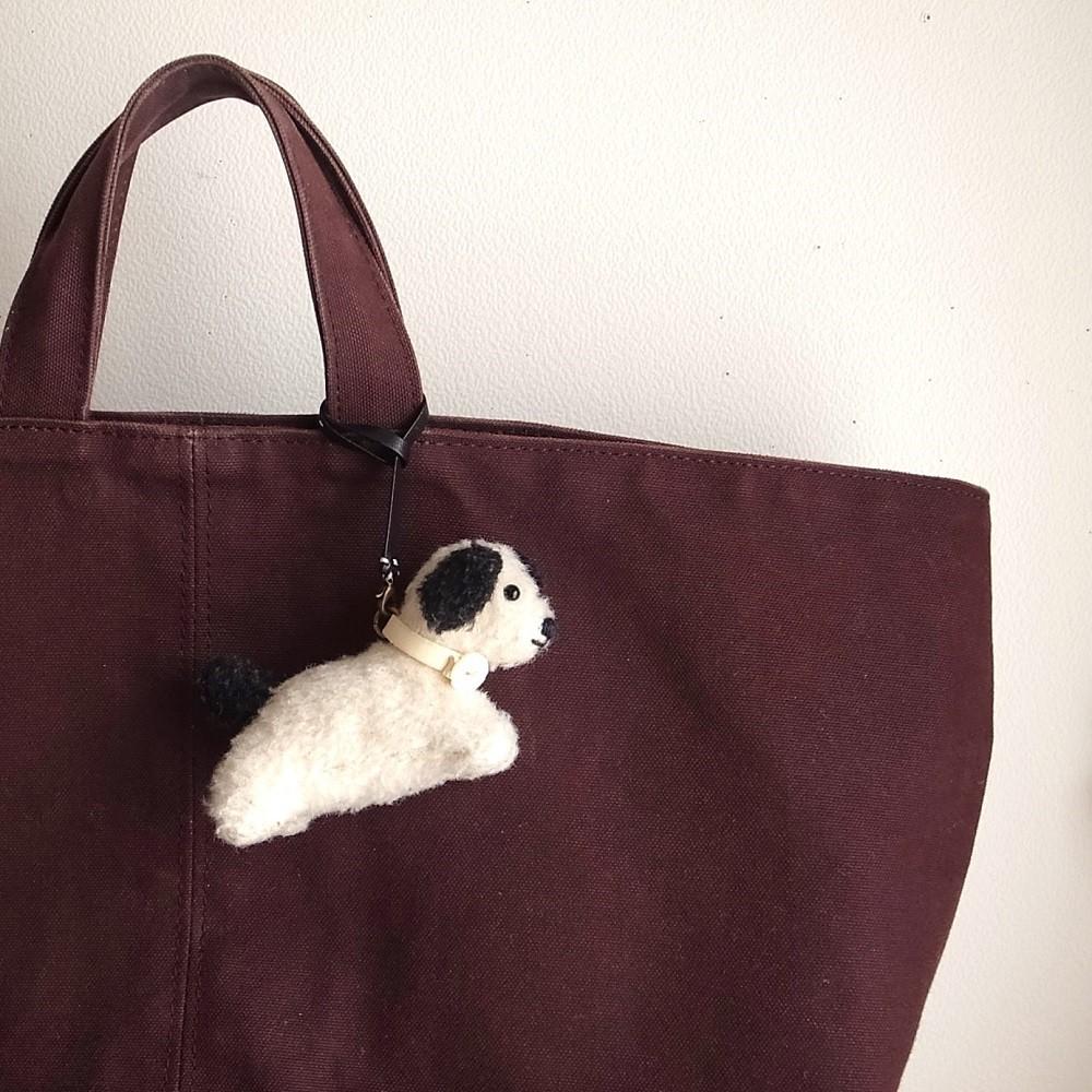 バッグにもぶらさげられます。