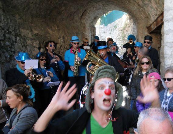 Avril 2016 - St Guilhem le Désert : Festival Avril des Clowns