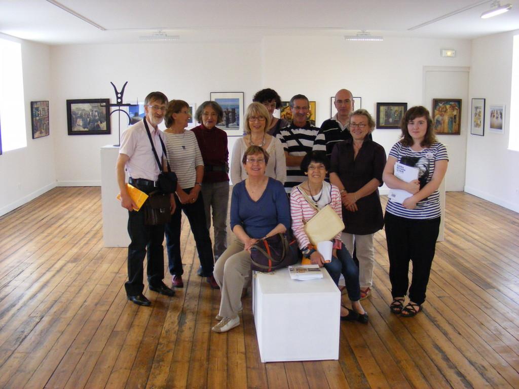 Les Amis du musée lors de la visite de l'École des filles du Huelgoat, juin 2011