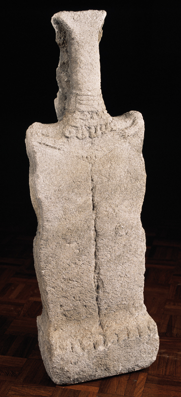 Jan Krizek, Femme, 1985, granit, collection musée des beaux-arts de Brest métropole.