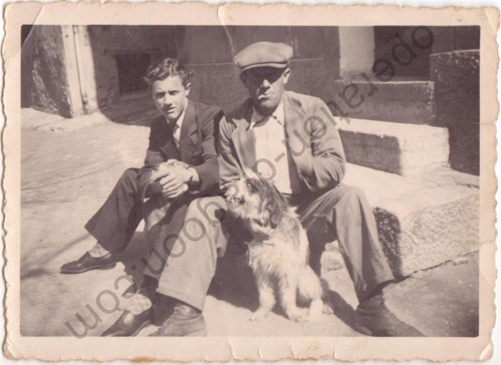 Joseph et Louis RAYNAUD, photo prise devant leur domicile de la place des Deux fours à Brignoles en 1942.