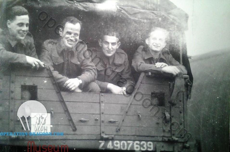 Départ de la 249th compagnie du corp des pionnier pour le Parachute Regiment