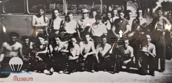 Un groupe des résistants F.T.P du camp ROBERT,  Aups, 1944, photo prise quelques semaines avant sa mort. Henri est debout chemise sombre