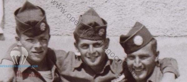 """John JEWELL ici avec ses camarade de la """"F"""" compagnie Gene FRICE et Harvey Sprouse. avant leur retour aux USA. 1945"""