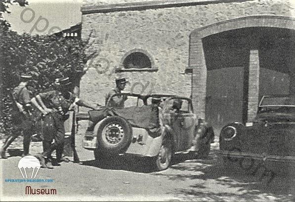 rare photographie des Gendarmes de la Mission prise à Sainte Roseline pendant les jours de libération 16 ou 17 aout 1944. (collection Estvelin.Silentwings Museum.)