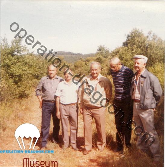 Les anciens du plateau de parachutage de Vins: de gaucha à droite : Joseph RAYNAUD, Sylvain JEAN BAPTISTE, Cesar PAVONI, Gaby AUNE et Louis ARNAUD