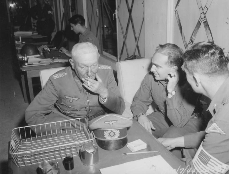 General Ferdinand NEULING interrogates by the 7th army