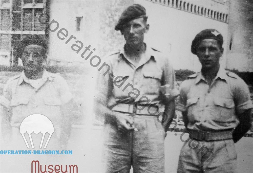 P. BLOCK, Alec McCALL, M COMPTON château de Naples 18 Juin 1944