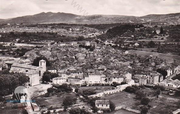 """Vue aérienne de Aups, on distingue parfaitement la """"Villa Rose"""" en haut à droite de la photo, où Millet et Duchatel furent tués."""